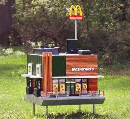 McDonald's ขนาดเล็กที่สุดในโลกแลนด์มาร์คใหม่ของผึ้งน้อย