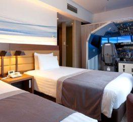 สวรรค์ของคนรักการบิน ! โรงแรมในญี่ปุ่นนำเครื่องจำลองการบินมาไว้ในห้อง