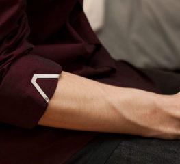 วิธีม้วนแขนเสื้อง่ายๆ แต่มีสไตล์แบบลูกผู้ชาย