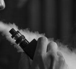 """บุหรี่ไฟฟ้า ตัวช่วยที่มาพร้อมกับความสงสัยของคนในสังคมว่า """"ช่วยให้เราเลิกบุหรี่ได้จริงหรือไม่?"""""""