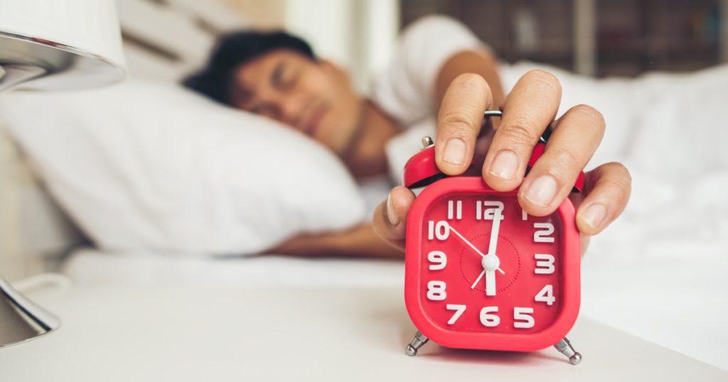 10 ความสำเร็จที่ไม่คาดคิดว่าจะมาพร้อมการนอนดึกตื่นสาย