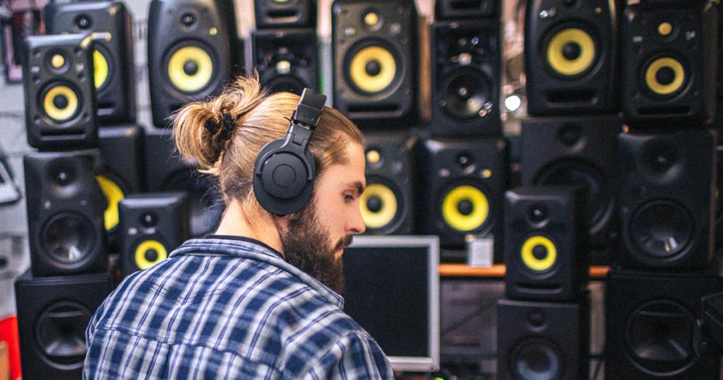 หูฟัง-ลำโพงฟังเพลงต่างจากหูฟัง-ลำโพงมอนิเตอร์อย่างไร