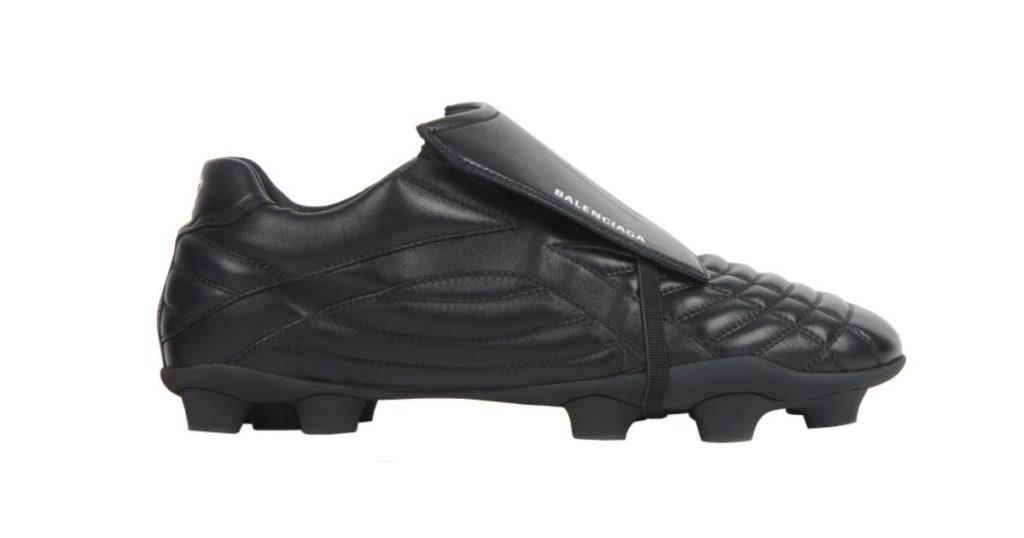 Balenciaga Soccer sneakers ถูกเปิดตัวในระหว่างการแสดงบนรันเวย์บาเลนเซียกาประจำฤดูหนาวปี 2020