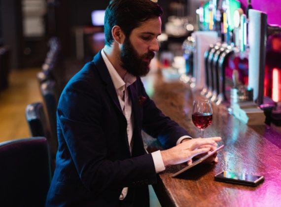 คนดื่มเหล้ามีความฉลาด และมีโอกาสประสบความสำเร็จในชีวิตสูงกว่าคนไม่ดื่มจริงเหรอ?