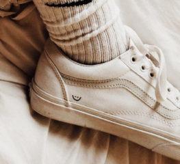 ทำไมรองเท้าสไตล์เทนนิสจึงอยู่ในเทรนด์แฟชั่นเสมอ?